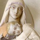La Virgen del claustro ; escultura de Henri Charlier
