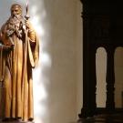 Estatua de San Benito (coro) ; arte de Beuron