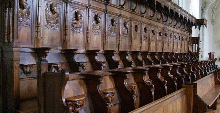 Las sillas del coro de Solesmes